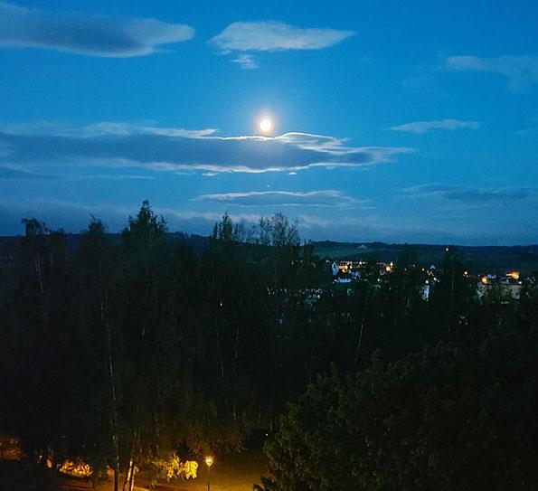 Vollmond über Reichenbach, 27.05.2021 (Smartphone Foto: R. Dietzsch)