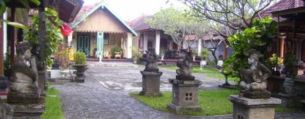 Blick in den Palasthof