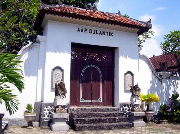Eingang zum Königspalast in Singaraja