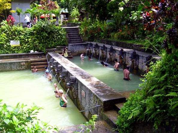 Zwei Becken der Anlage Hot Springs