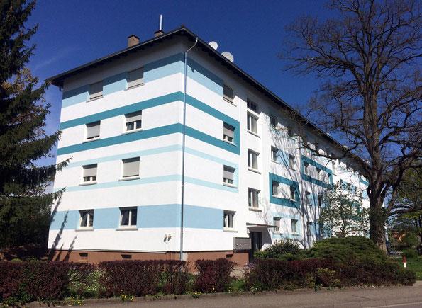 architekturbuero_waessa_sanierung_mehrfamilienwohnhaus_bruchsal_strassenansicht_farbkonzept_streifen