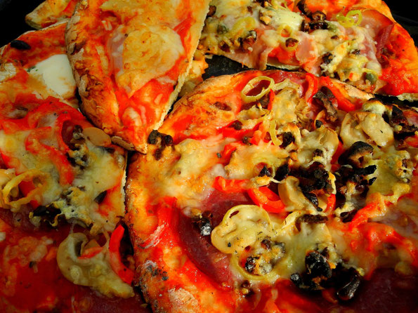 Pizza aus dem Holzbackofen-Guten Appetit