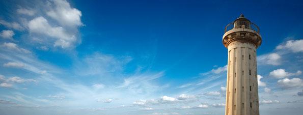 Blauer Himmel Leuchtturm