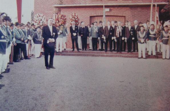 1969 - Zapfenstreich & Ordensverleihung auf dem Kirchen Vorplatz