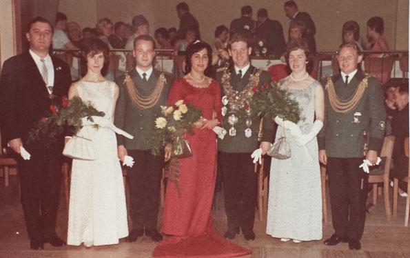 v.r.n.l.: Alex & Resi Schmitz, Theo & Anne Strerath, Friedhelm & Elke Effern, Präsident Franz Maaßen