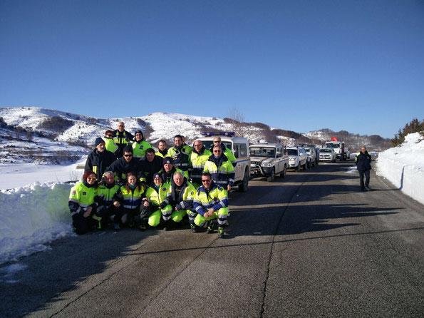 Foto di gruppo prima della partenza.