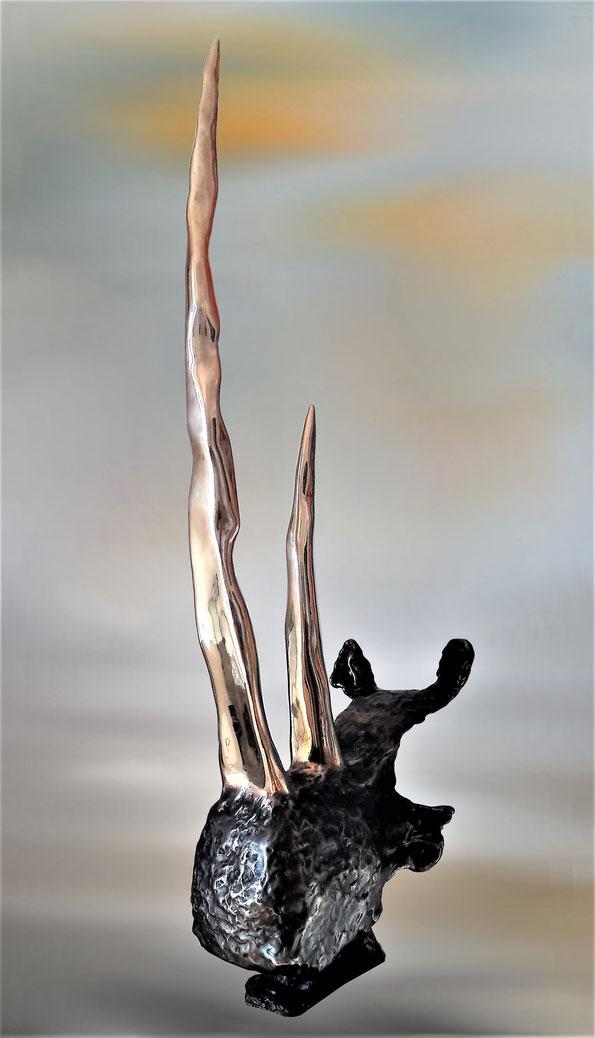 Bronze    environ 6.5 Kg      H 65.3cm