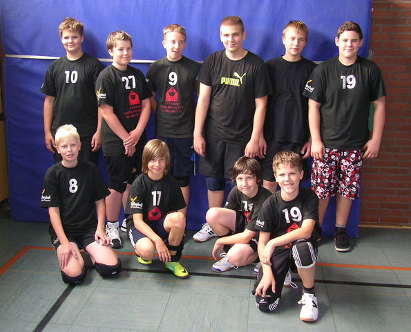 Hinten von links Tom, Lars, Kevin, Ruben, Hendrik und Robert; vorne v. links Kjell, Tjark, Yanneck und Erik. Es fehlen Andre und Erik.