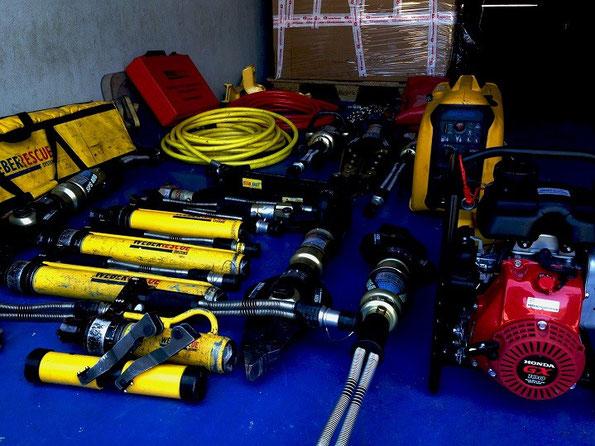 """Conjunto de herramientas y accesorios para rescate, comúnmente llamado """"nido"""" por los equipos de bomberos."""