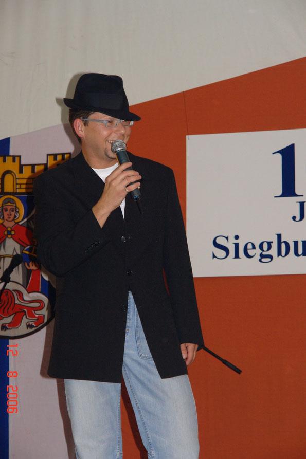 """Moderator """"Fürst Valamier"""" alias Geschäftsführer Hans-Jürgen Nonn"""