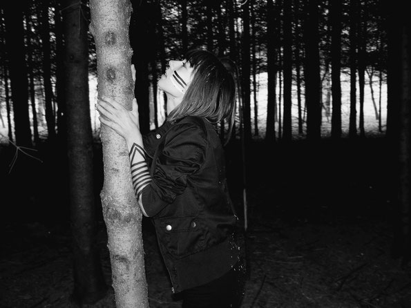 laura deberle photography forest wander wild explore forest female wanderer dark
