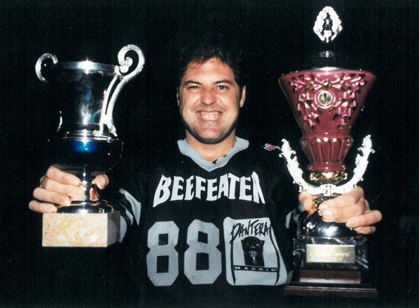 Mariano de las Heras Dargel. TE #88#, recogiendo los Trofeos de Campeones