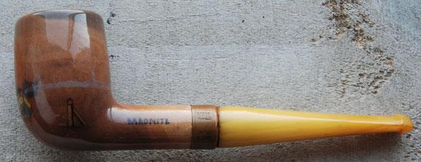 Handbeschilderde Baronite pijp. Fraai meerkleurig zeiltafereeltje met 2 zeilboten