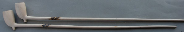 Cat nr 371, Grootkop Kromkop, 21 duimer (ca 50 cm lang)   Hielmerk TM,  Wapen van Gouda als bijmerk op linkerzijde hiel