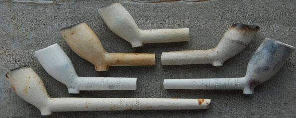 Allemaal in Noord Holland gevonden, verschillende modellen en variaties met merk Prins. Ca 1680-1700