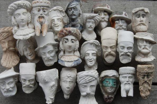 Serie miniatuur gezichtspijpjes van de firma Dutel Gisclon