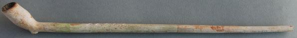 nr 10-1120 Volledig 17e eeuwer, ca 27 cm, ongemerkt, franse lelie versiering op steel