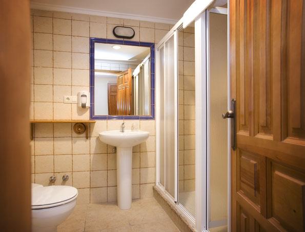 Baño habitación cuádruple. El Sabil Senda del Oso