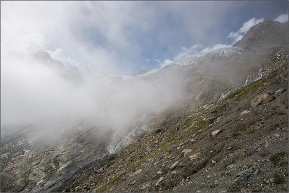 Moränenhang mit Blick auf die Saaser Gletscherwelt
