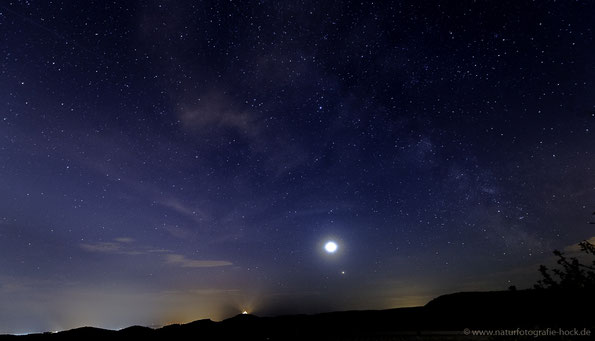 Milchstraße mit Mondfinsternis (allerdings schon aus dem Kernschatten) und Wachsenburg