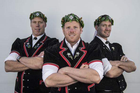 Die Schwingerkönige vl. Sempach Matthias  2013, Glarner Matthias 2016, Wenger Kilian 2010