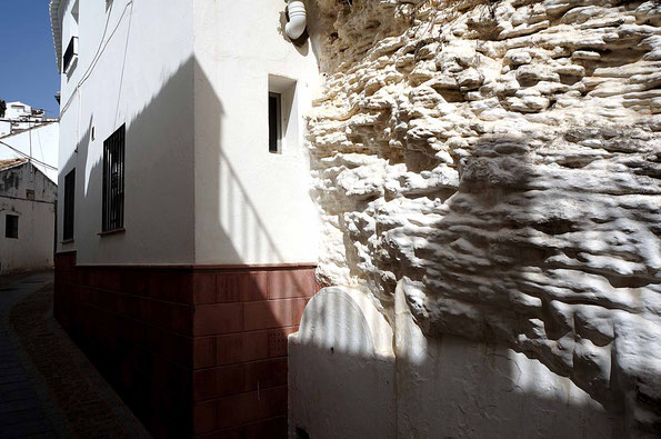 Photographie, Espagne, Andalousie, villages blancs, Sierra de Grazalema, architecture, habitat troglodyte, blanc, bleu, matière, couleurs, voyages, vacances, Mathieu Guillochon.