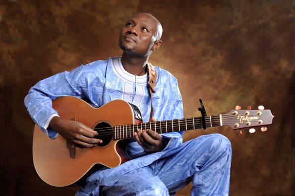 Les Voyages de Sylvain - guitariste angolais - Semba Kizomba
