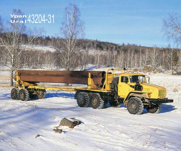 Трубовоз Урал-44204-31 с прицепом-роспуском. Фото архивное