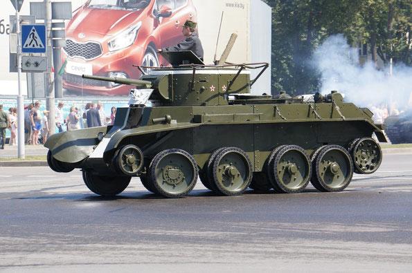Легкий танк БТ-7 на колесном ходу