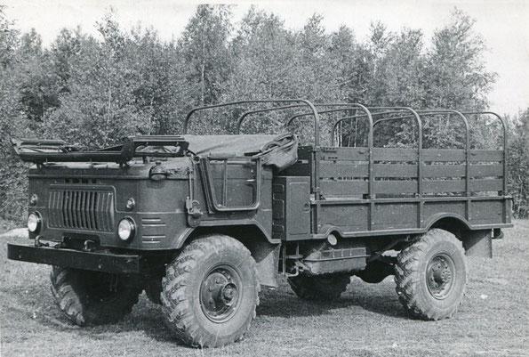 """Грузовой автомобиль ГАЗ 66Б. Опытный вариант с полноценными откидными рамками окон и """"малой"""" фальшрадиаторной решеткой. Фото архивное"""