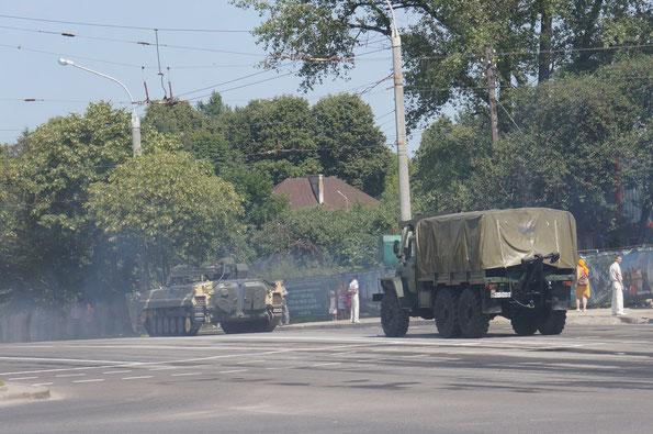 Эвакуационный гусеничный тягач БРЭМ-2 на базе БМП-1 и эвакуационная машина МТП-А1 на базе Урал-4320