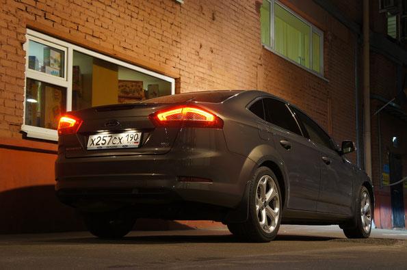 Цена Ford Mondeo на 07.12.2012: в минимальной комплектация с двигателем 1,6 (KGBA) - 708 500 руб., в комплектации Titanium Black с двигателем 2,0 (QXBA)  - 1 111 500 руб., тестового автомобиля - 1 280 200 руб.