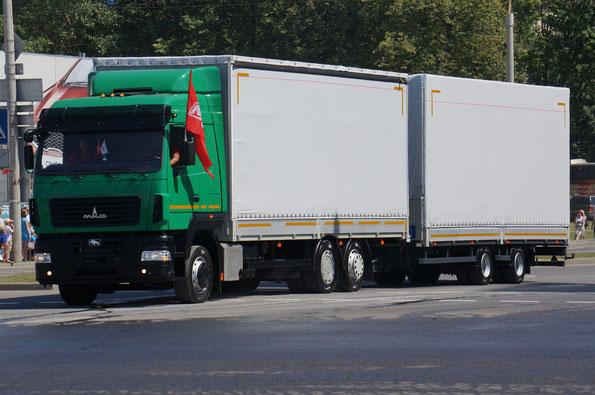 Бортовой грузовик МАЗ-6310 с подъемной 3-й осью. Собрано около трех десятков экземпляров