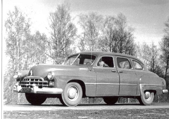 Легковой автомобиль представительского класса ЗИМ-12. Фото архивное