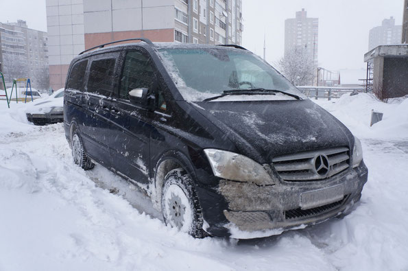 "MB Viano 2.2 CDI Fun после ""перелета"" по трассе М1. Обратите внимание на ""расчищеность"" минских дворов. 17.01.2013"