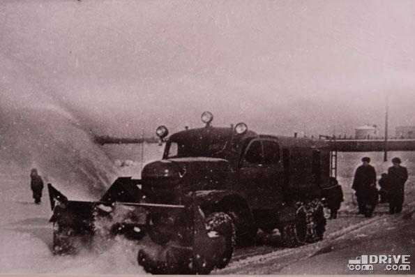 Шнекороторный снегоочиститель Д-282М на шасси ЗИЛ-157. Фото архивное