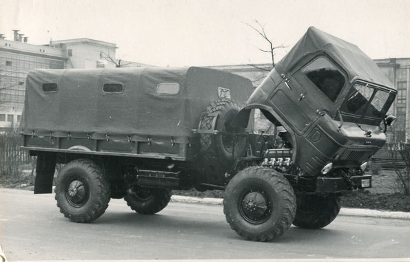 Грузовой автомобиль ГАЗ 62. Автомобиль опытный, с выпуклыми литерами на кабине. Фото архивное