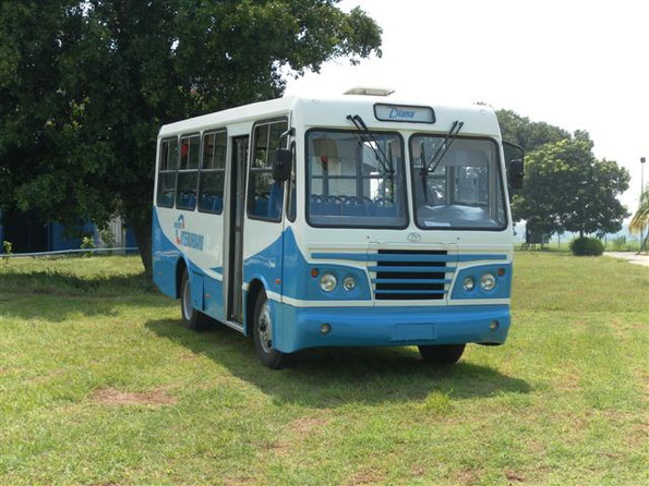 """Автобус """"Diana"""". Обратите внимание на форточки - обычно на Кубе они занимают 2/3 окна. Фото фирменное"""