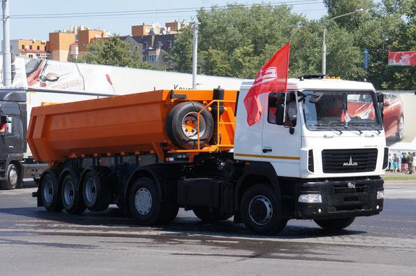 Седельный тягач МАЗ-5440B5-8420-031 с самосвальным полуприцепом