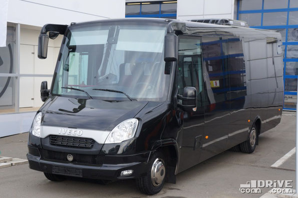 Междугородный автобус особо малого класса Feniks FBI83LR на шасси IVECO Daily 70C17 CC. Габаритные размеры 8270х2367х2940 мм. Наличие аварийной двери позволяет эксплуатировать автобус на регулярных перевозках пассажиров