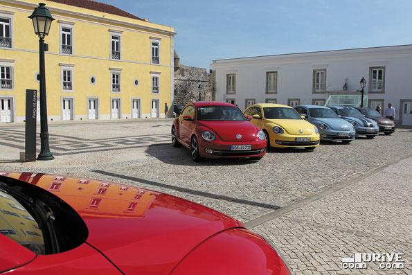 Радуга из автомобилей Volkswagen Beetle. Фото фирменное
