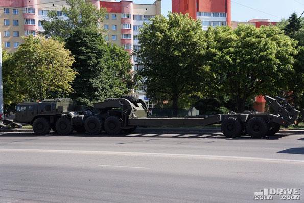 """В отличие от своего предшественника - МАЗ-537, ушедшего """"на гражданку"""", МАЗ-7410 по-прежнему остается """"военным"""""""