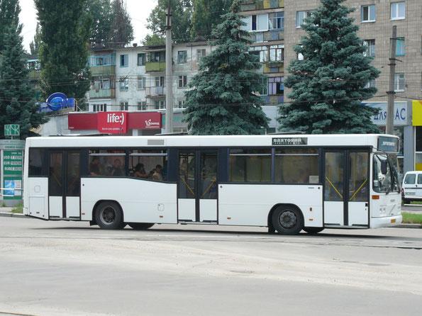Автобус Carrus K204 City L на шасси Volvo с не слишком распространенной схема дверей 2-2-2.