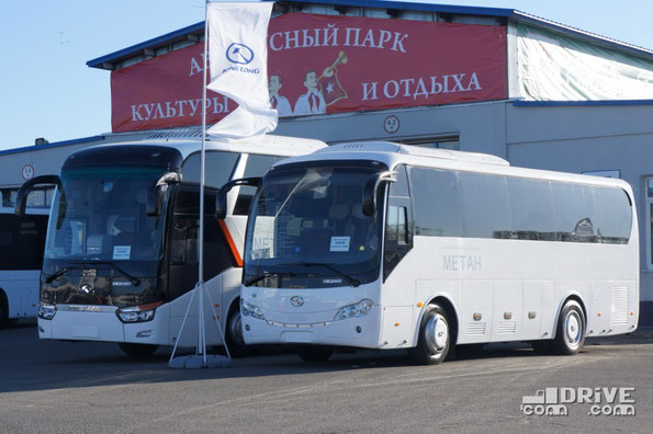 """Компанию King Long в это раз представляли российские дилеры в лице ТД """"Кинг Лонг Рус"""" и """"Евразия"""". Основной упор в этом году был сделан на газовую тематику – все три экспонировавшихся на стенде автобуса были оснащены двигателями, работающими на метане"""