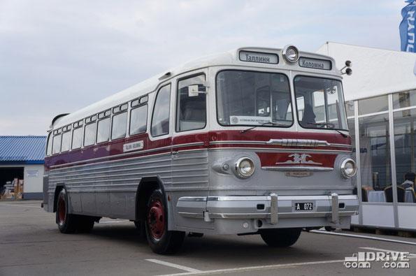 Междугородный ретро-автобус ЗИС 127. На стенде Scania автобус оказался как сравнение двух поколений дальнобойных пассажирских лайнеров (официально), и как показатель достижений транспортного концерна Mootor Gruup – партнера АК 1417
