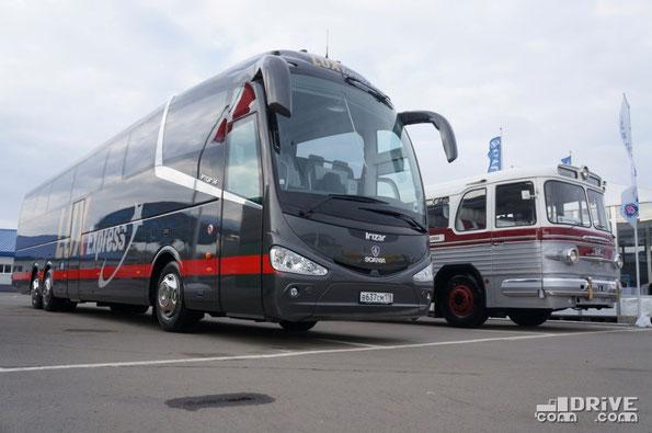 """Стенд Scania в этот раз удивил наличием на нем не только чисто """"сканиевских"""" автобусов, но и лайнера Irizar I6 и даже """"Короля дорог"""" - древнего ЗИС 127, отреставрированного до идеального блеска"""