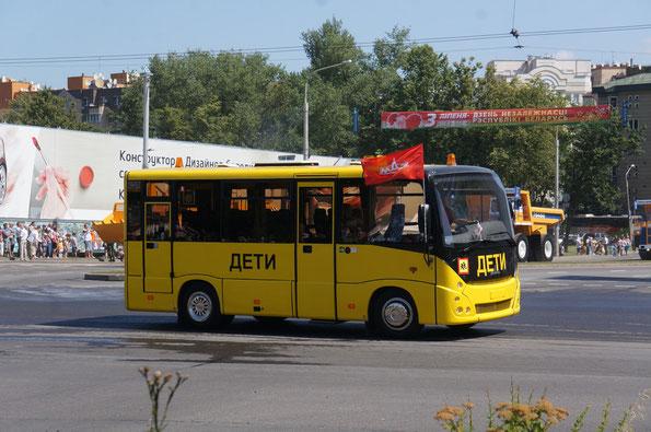 Автобус для перевозки детей МАЗ-241030. 60 таких машин поставлены школам Беларуси