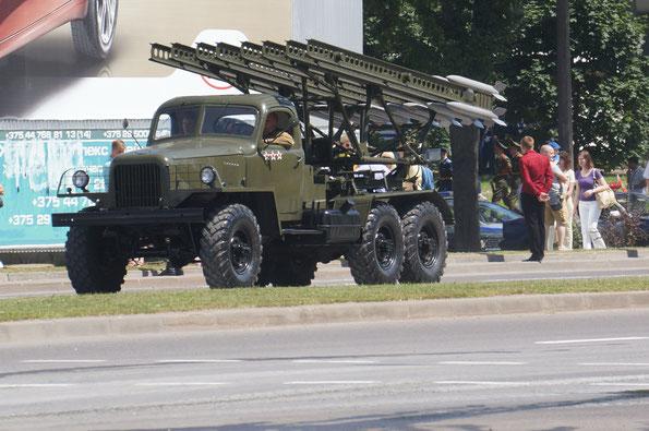 """Имитация реактивного миномета БМ-13 """"Катюша"""" на шасси Studebaker US6 с использованием автомобиля ЗИЛ-157В"""