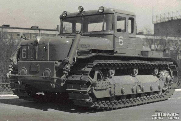 Гусеничный трактор ДЭТ-250. Фото архивное