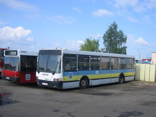 Несмотря на то, что автобус выпущен в 1993 году, он до последнего сохранял родную окраску.